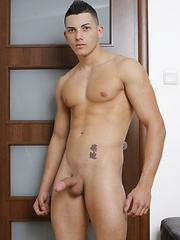 Sexy Alex Price shows off his great body!