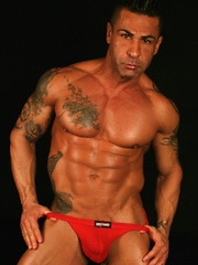 Sexy bodybuilder Luis shows off his body and sexy butt
