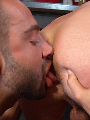 Buff studs Jake and Martin work each others bodies