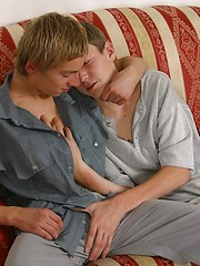 Blonde twink wraps his full lips around the shaft