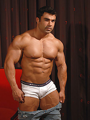 Competitive bodybuilder Eduardo Correa is stunningly handsome