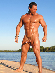Luscious musculature of big-cocked Argentinian muscleman Daniel Morocco