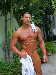 Handsome muscle star show off his huge, beautiful cock