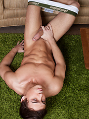 Jarec Wentworth makes Justin Owen sit on his cock